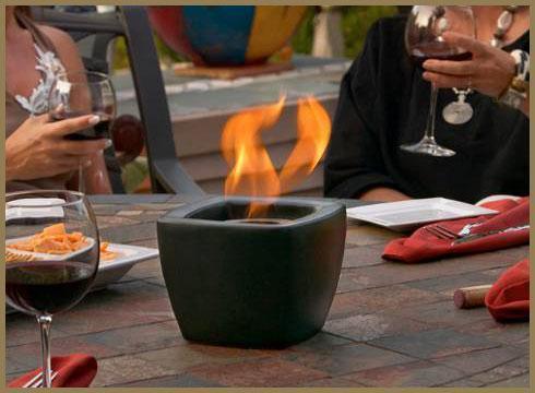 Pot a feux     Dim:6.5 po de large x 6.5 po profond x 5 po haut se fait en noir,bleu,rouge ou vert.Prix: $50