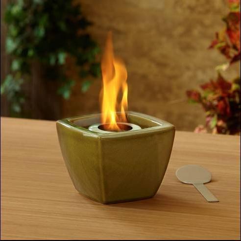 Pot  a feux        Dim:6.5 po large x 6.5 po profond x 5 po  haut se fait en vert,noir,rouge ou bleu.Prix: $50